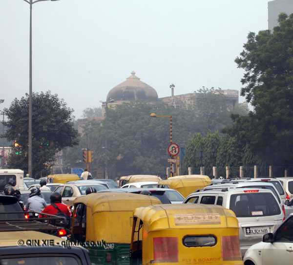 Congested traffic in New Delhi